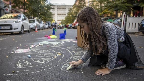 Selain Jerman, sejumlah area di kawasan Uni Eropa juga turut menutup sejumlah jalan dan mengadakan beragam festival serta kegiatan menarik lainnya untuk memperingati Hari Bebas Kendaraan Internasional.