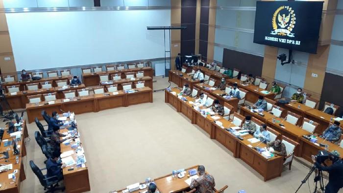 Rapat Komisi VIII DPR dengan Kemenag bahas Dana BOS untuk madrasah dan pesantren, di kompleks parlemen, Jakarta, Rabu (23/9/2020).