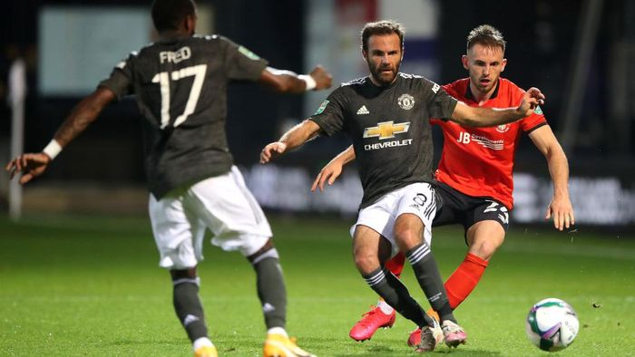 LUTON, ENGLAND - SEPTEMBER 22: Juan Mata of Manchester United is challenged by Rhys Norrington-Davies of Luton Town during the Carabao Cup Third Round match between Luton Town and Manchester United at Kenilworth Road on September 22, 2020 in Luton, England. Sporting Stadiums around Europe remain empty due to the Coronavirus Pandemic as Government social distancing laws prohibit fans inside venues resulting in games being played behind closed doors (Photo by Nick Potts - Pool/Getty Images)