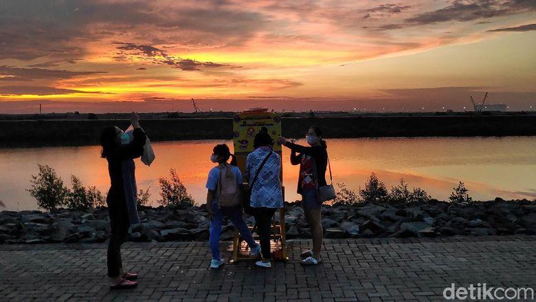 Pulau D merupakan salah satu pulau hasil reklamasi yang berada di Teluk Jakarta. Pulau itu kini kerap didatangi warga untuk berolahraga maupun berwisata kuliner