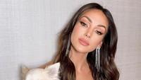 Perlihatkan Lekuk Tubuh, Michelle Keegan Disebut Mirip Kim Kardashian