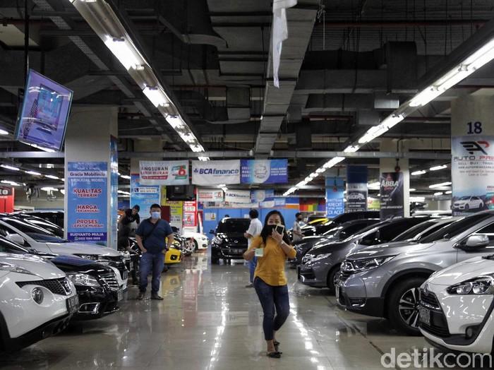 Mobil baru diwacanakan mendapat insentif pembebasan pajak hingga 0 persen. Tapi kebijakan ini dikhawatirkan mengganggu kelangsungan bisnis pedagang mobil bekas.