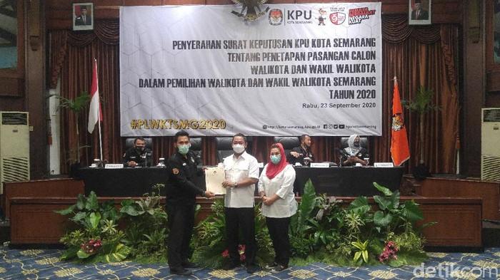 Pasangan Hendi-Ita menerima surat penetapan paslon Pilwalkot Semarang, Rabu (23/9/2020).