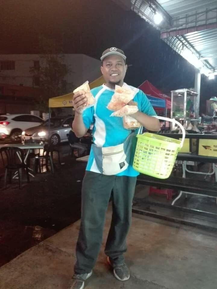 Penjual Kerupuk Keliling Ini Sukses Dirikan Bisnis Makanan