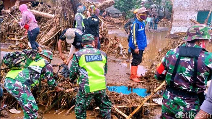 Petugas gabungan masih mencari satu korban banjir bandang Sukabumi