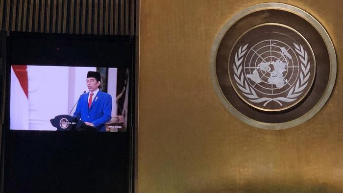 Layar memperlihatkan Presiden Joko Widodo menyampaikan pidato yang telah direkam sebelumnya  pada Sidang Majelis Umum ke-75 PBB secara virtual di Markas PBB, New York, Amerika Serikat, Rabu (23/9/2020). Dalam pidatonya Presiden Joko Widodo mengajak pemimpin dunia untuk bersatu dan bekerja sama dalam menghadapi pandemi COVID-19. ANTARA FOTO/HO/Kemenlu/wpa/aww.