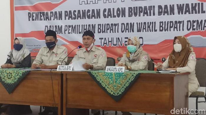 Rapat pleno penetapan paslon peserta Pilkada Demak di Kantor KPU Demak, Rabu (23/9/2020)