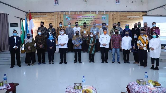 Ratu Tatu Chasanah kembali terpilih menjadi Ketua Dewan Koperasi Indonesia Wilayah (Dekopinwil) Provinsi Banten.