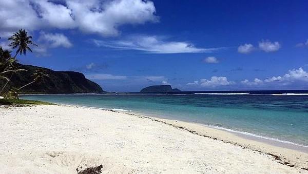 Sejak bulan Februari, Rob terjebak di sebuah pulau kecil di Samoa bernama Upolu, terpisah jarak 14 ribu kilometer dari istri dan anaknya. Meski terdengar menyenangkan, terjebak di pulau tropis dengan pantai cantik dan bermandikan sinar matahari, tapi tidak bagi Rob. (dok. Rob Small/Istimewa)