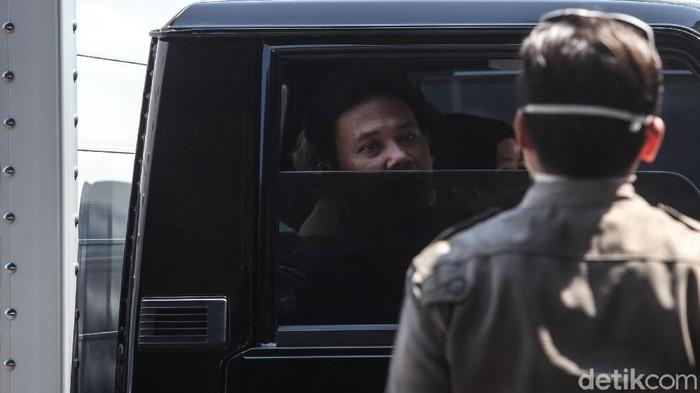 Operasi tertib masker terus digalakan di tiap sudut Ibu Kota Jakarta. Sanksi sosial diberikan pada para pelanggar yang kedapatan tak terapkan protokol kesehatan