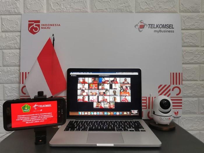 Sebagai upaya mendukung Pembelajaran Jarak Jauh (PJJ) selama pandemi COVID-19 bagi para santri, Telkomsel berkolaborasi dengan Kementerian Agama (Kemenag) menghadirkan kuota murah Telkomsel 10 GB hanya Rp 10 untuk madrasah.