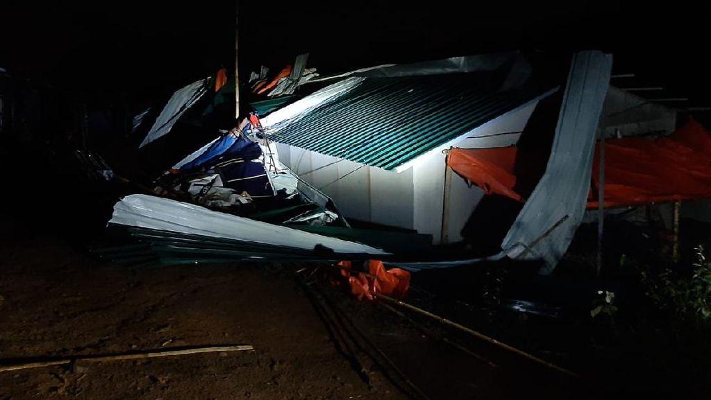 20 Unit Huntara Korban Longsor di Bogor Ambruk Disapu Angin Kencang