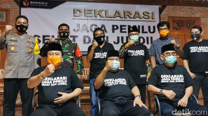 Penegasan soal sanksi pidana disampaikan anggota Bawaslu Provinsi Jawa Timur, Ikhwanudin Alfianto, usai Deklarasi Dan Penandatanganan Pakta Integritas Bersama Jaga Pemilu Sehat Dan Jurdil, yang digelar Bawaslu Kota Blitar, Rabu (23/9) malam.