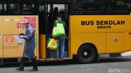 Bus Sekolah Digunakan untuk Evakuasi Pasien COVID-19