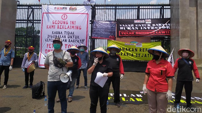 Demo memperingati Hari Tani Nasional di depan DPR RI, Tuntut Reforma Agraria dan tolak Omnibus Law CIpta Kerja