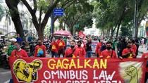 Tolak Omnibus Law, Massa Akumulasi Kemarahan Buruh Geruduk DPRD Sumut