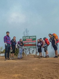 Gunung Prau berada di Jawa Tengah dengan ketinggian 2.565 Mdpl. Ini merupakan salah satu gunung favoritnya para pendaki pemula.
