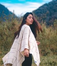 Dalam Instagramnya, artis cantik Dinda Kirana membagikan momennya saat mendaki Gunung Prau.