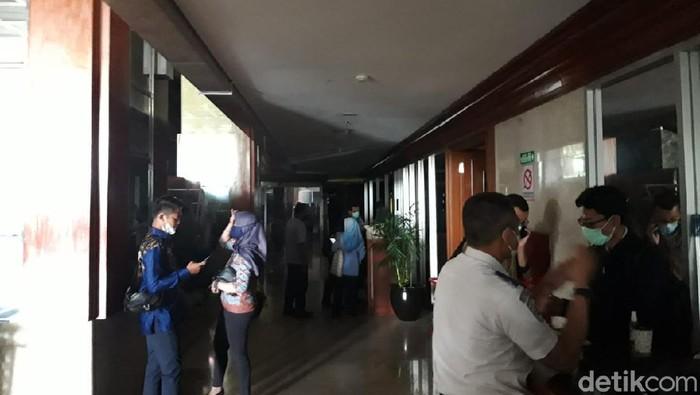 Gedung Nusantara I DPR RI mati listrik siang hari ini. Tak hanya itu, Gedung Kura-Kura DPR RI pun juga ikut mati listrik.