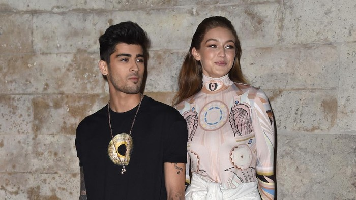 PARIS, FRANCE - OCTOBER 02:  Zayn Malik and Gigi Hadid attend the Givenchy show as part of the Paris Fashion Week Womenswear  Spring/Summer 2017  on October 2, 2016 in Paris, France.  (Photo by Pascal Le Segretain/Getty Images)