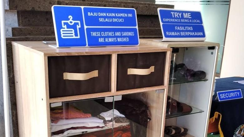 Jasa penyewaan pakaian adat di Kantor Imigrasi Ngruah Rai, Bali.
