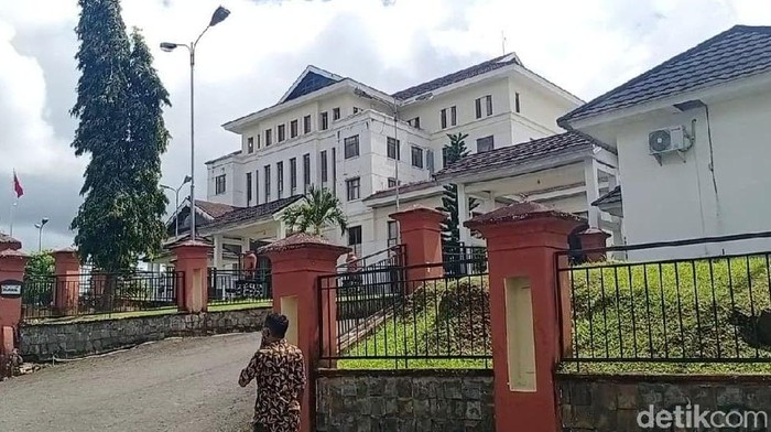 Kantor DPRD Maluku.