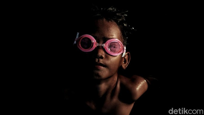 Pandemi COVID-19 yang mewabah pada 2020 juga berhubungan erat dengan angka kemiskinan yang terus naik di Indonesia khususnya di DKI Jakarta.