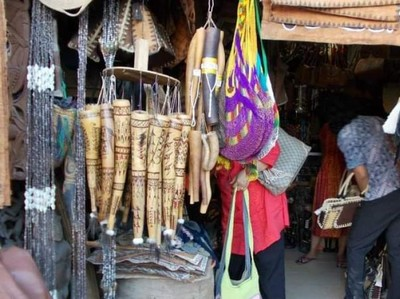 Potret Pasar Hamadi, Tempat Berburu Cenderamata di Papua
