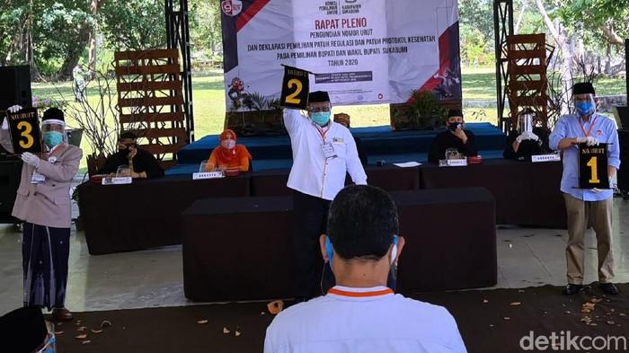 Nomor urut untuk masing-masing pasangan calon bupati-wakil Bupati Sukabumi selesai diundi. Kegiatan pengambilan nomor tersebut digelar dengan ketat, masing-masing pasangan datang tanpa kemeriahan pendukungnya.