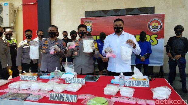 Pengungkapan 13 kilogram sabu di Kota Makassar.