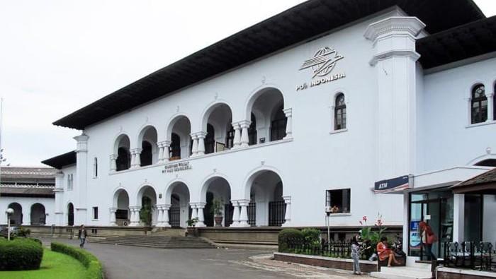 Menteri Badan Usaha Milik Negara (BUMN) Erick Thohir melakukan perombakan terhadap struktur anggota direksi PT Pos Indonesia (Persero).