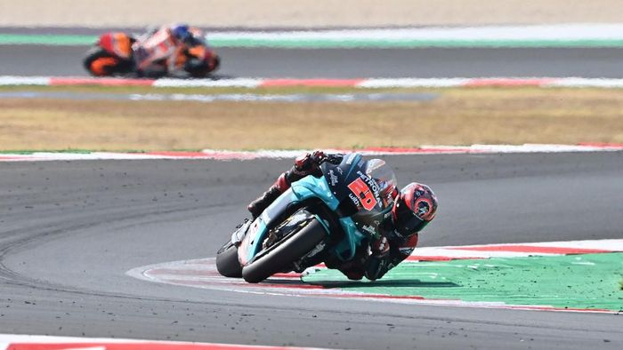 Petronas Yamaha SRTs French rider Fabio Quartararo steers his bike during the Emilia Romagna MotoGP Grand Prix at the Misano World Circuit Marco Simoncelli on September 20, 2020. (Photo by ANDREAS SOLARO / AFP)