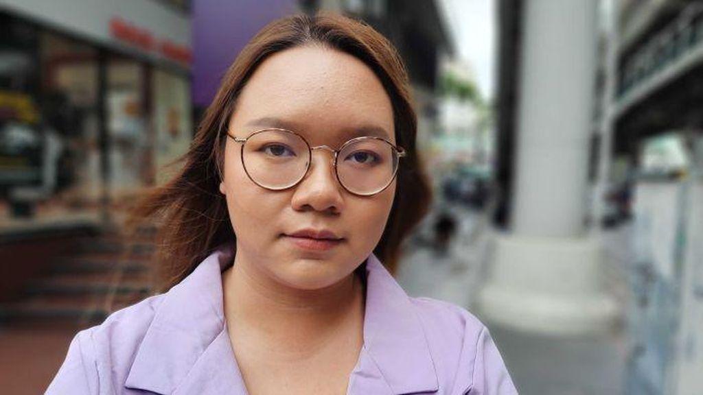 Tak Ada yang Berani Menantang Raja Thailand, Kecuali Perempuan Muda Ini