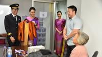 Peserta juga bisa menata rambut dan hiasan ala pramugari. Tak lupa dengan seragam resmi Thai Airways. (Cherdpan Werakul/Crew Journey/Facebook)