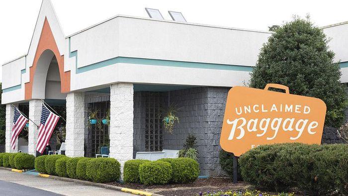 Pusat bagasi yang tidak diakui oleh pemiliknya di Scottsboro, Alabama.