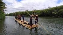 Anti Mainstream! Mengarungi Sungai Progo Naik Gethek Bambu