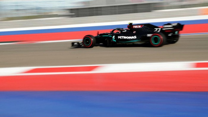 SOCHI, RUSSIA - SEPTEMBER 25: Valtteri Bottas of Finland driving the (77) Mercedes AMG Petronas F1 Team Mercedes W11 on track during practice ahead of the F1 Grand Prix of Russia at Sochi Autodrom on September 25, 2020 in Sochi, Russia. (Photo by Pavel Golovkin - Pool/2020 Getty Images)