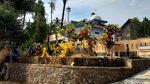 Adem Banget, Warga Semarang Bahu Membahu Bersihkan Masjid-Kapel