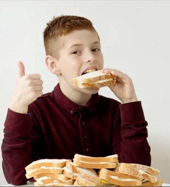 Alami Gangguan Makan, Bocah Ini Cuma Bisa Makan Sandwich selama 7 Tahun