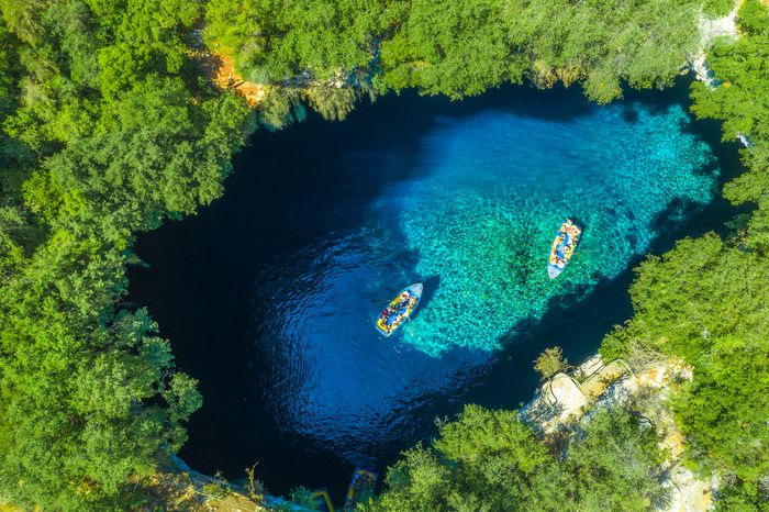 Danau Melissani di Yunani