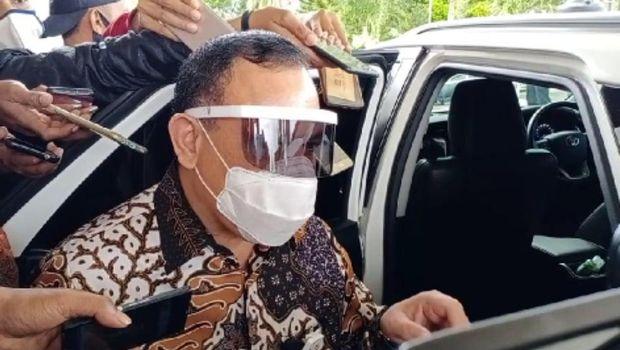 Ketua KPK Firli Bahuri saat hendak meninggalkan kantor Gubernur Maluku, Ambon, Jumat (25/9/2020).