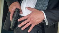 Pistolnya Ketinggalan di Pesawat, Bodyguard Inggris Diskorsing