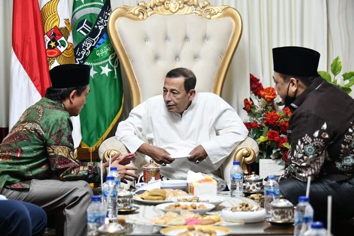 Kepala BPH Migas M. Fanshurullah Asa kunjungi kediaman Anggota Dewan Pertimbangan Presiden (Wantimpres) Habib Muhammad Luthfi Bin Yahya, di Pekalongan.