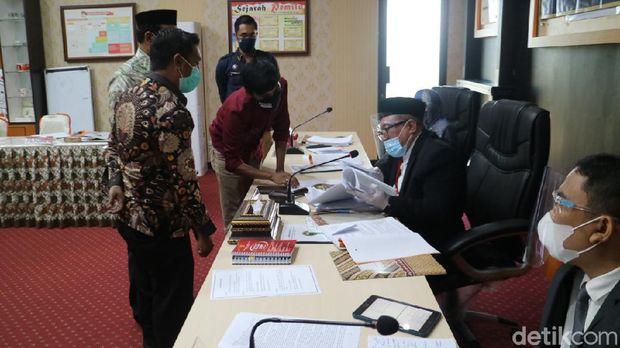 Lima anggota Bawaslu di Gorontalo diperiksa dalam sidang DKPP atas dugaan pelanggaran kode etik (Abdy Febriady/detikcom)