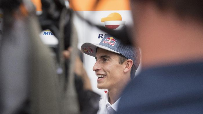 BARCELONA, SPAIN - SEPTEMBER 24: Marc Marquez of Spain and Repsol Honda Honda speaks with journalists in paddock during the MotoGP of Catalunya: Previews at Circuit de Barcelona-Catalunya on September 24, 2020 in Barcelona, Spain. (Photo by Mirco Lazzari gp/Getty Images)