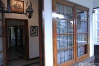 Rumah ini sempat ditinggali Sukarno dan Inggit Garnasih selama 8 tahun sebelum Sukarno dibuang ke Ende.