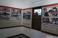 Di dalam rumah ini terdapat berbagai dokumentasi foto Inggit Garnasih semasa masih hidup.