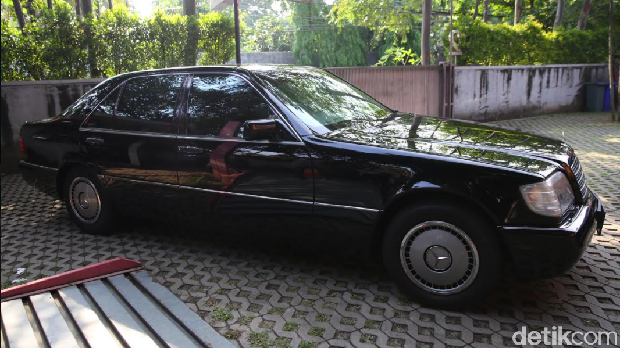 Mobil Bekas Dinas Presiden RI Mercedes-Benz 300 EL SHD kelahiran 1992