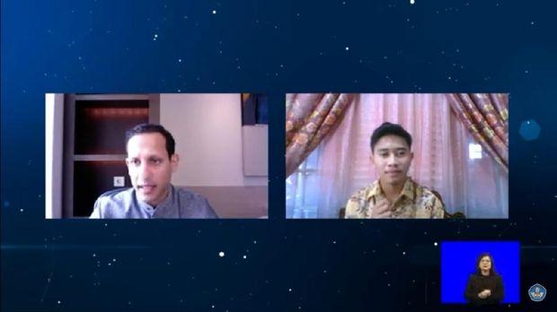 Mendikbud Nadiem Makarim berbincang dengan seorang mahasiswa secara virtual tentang belajar jarak jauh, Jumat (25/9/2020).