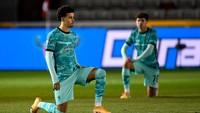 Kasihan, Pemain Muda Liverpool Ini Dicaci Fans Tim Sendiri